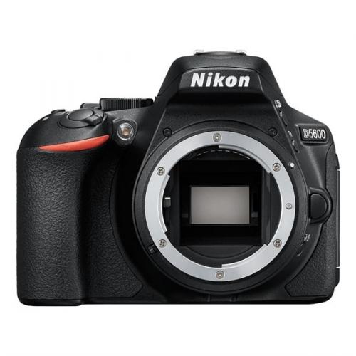 Digitální fotoaparát Nikon D5600 tělo černý + dárek